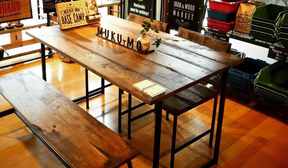 テーブル設置例(MUKU-MOオリジナル鉄脚との組み合わせ)