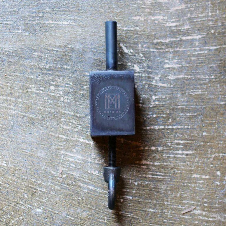 iron-clamp-lantern-pole-001